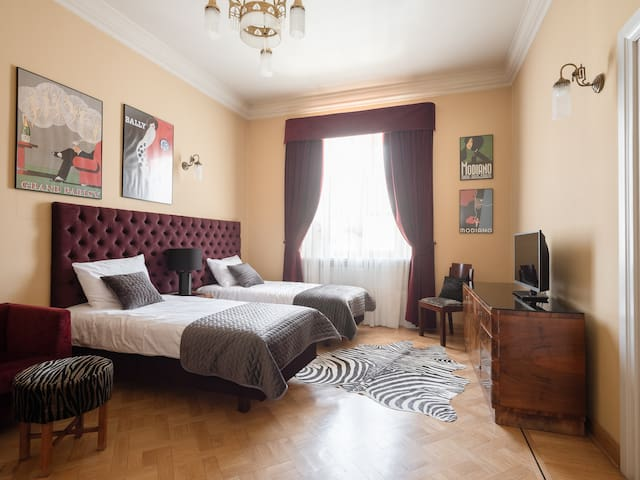 Boutique Residence:  Deluxe Suite Market Square