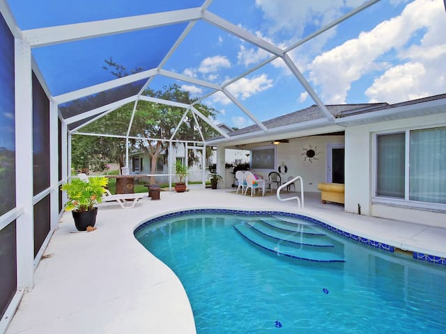 Palm Paradise, 3 Bedrooms, Sleeps 8, Canal View, Private Pool, Boat Dock