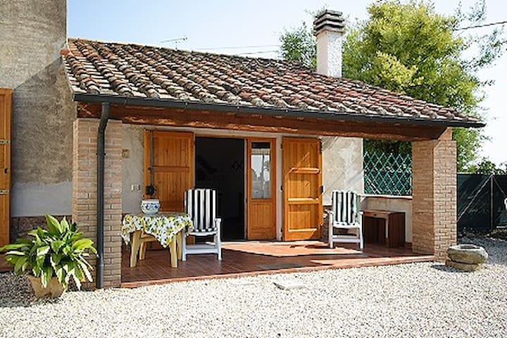 La Carraia,  lovely country house close to the sea