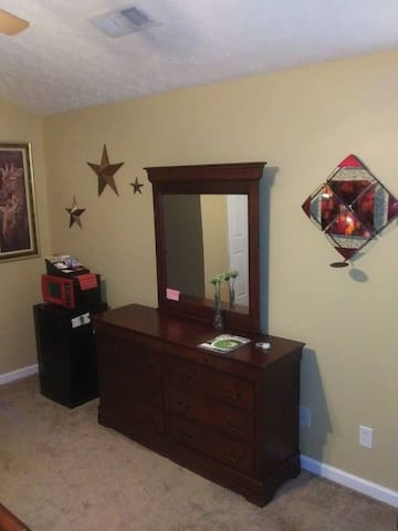 Shared Guest Bath & Private Bedroom in Family Home