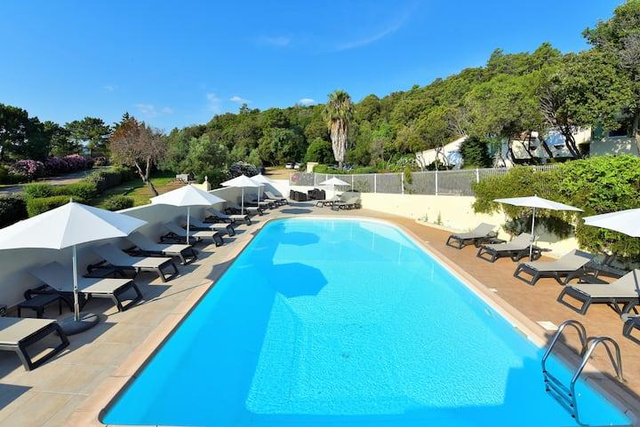 Villa piscine plage à 800m à pied