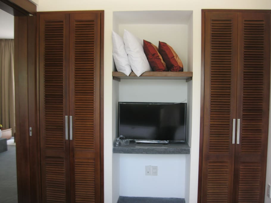 TV and wardrobe in the smaller bedroom