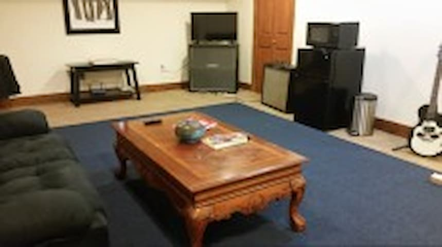 Entire downstairs, spacious and comfortable 2 br