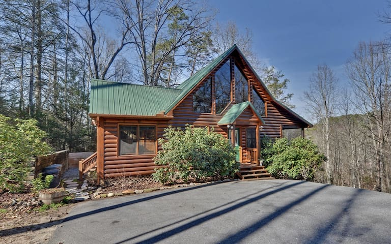 Sugar creek hideaway cabins for rent in blue ridge for 8 bedroom cabins in blue ridge ga