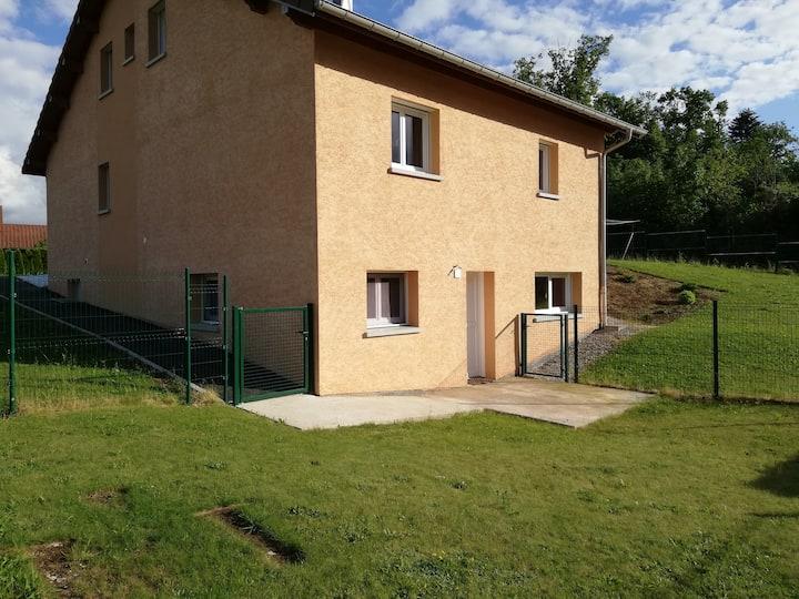 Coquet appartement en rez de jardin avec terrasse