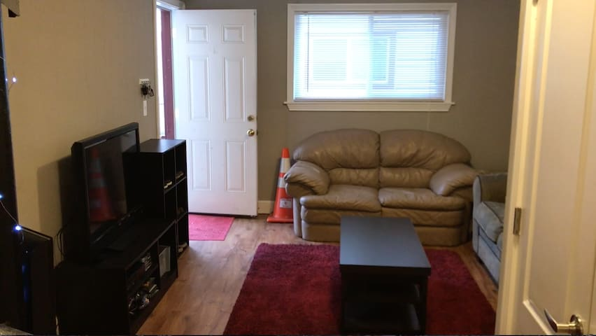 Cozy 2 Bedroom Apartment by Yogi's Bar and Grill - Bloomington - Lägenhet