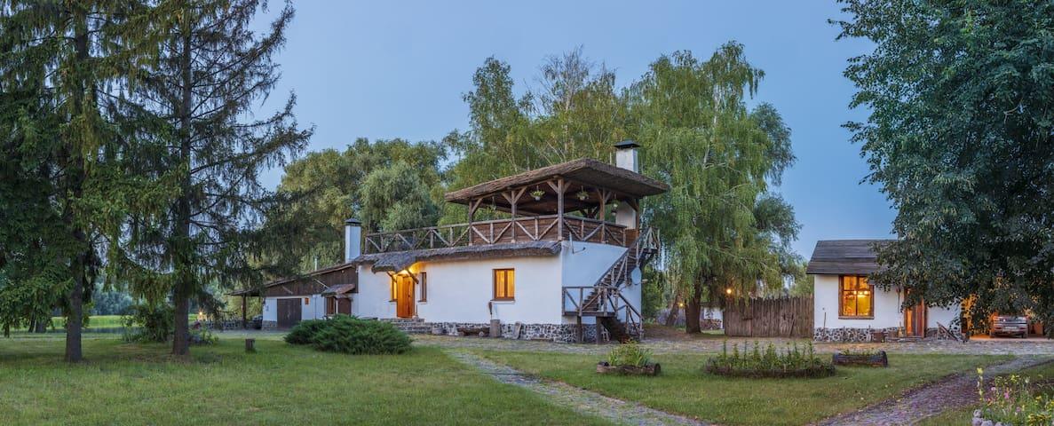 Дом #1 в c большим двором на берегу реки