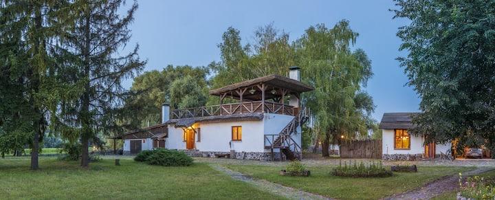 Гостиный двор на хуторе Крещатик - Больший дом