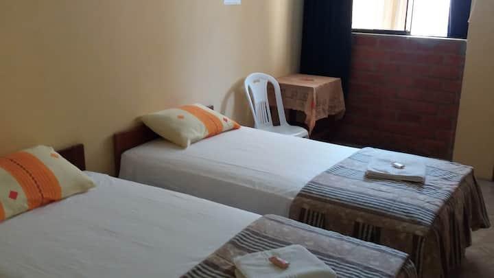 Habitación de 2 camas con baño privado