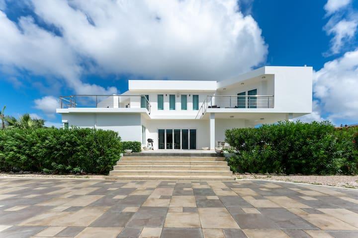 Luxury  VILLA VISTA ROYAL-Janthiel Beach
