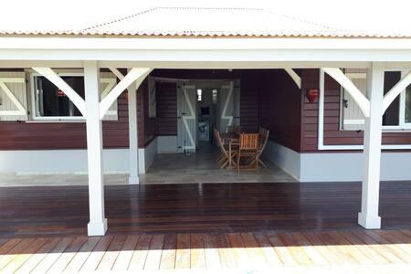 Villa individuelle piscine et vue mer et campagne