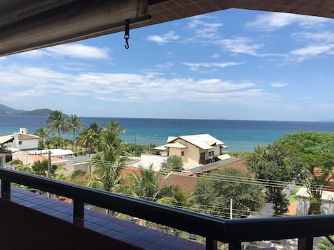 Varanda com vista e churrasqueira a 60m da praia