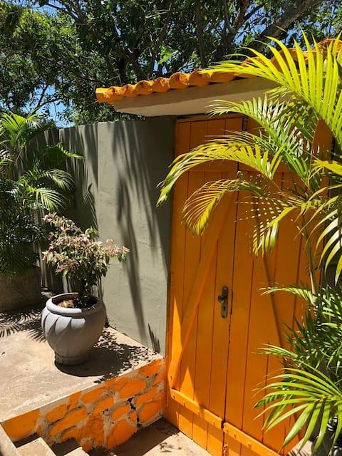 Casa linda, arborizada e reformada em Itaparica