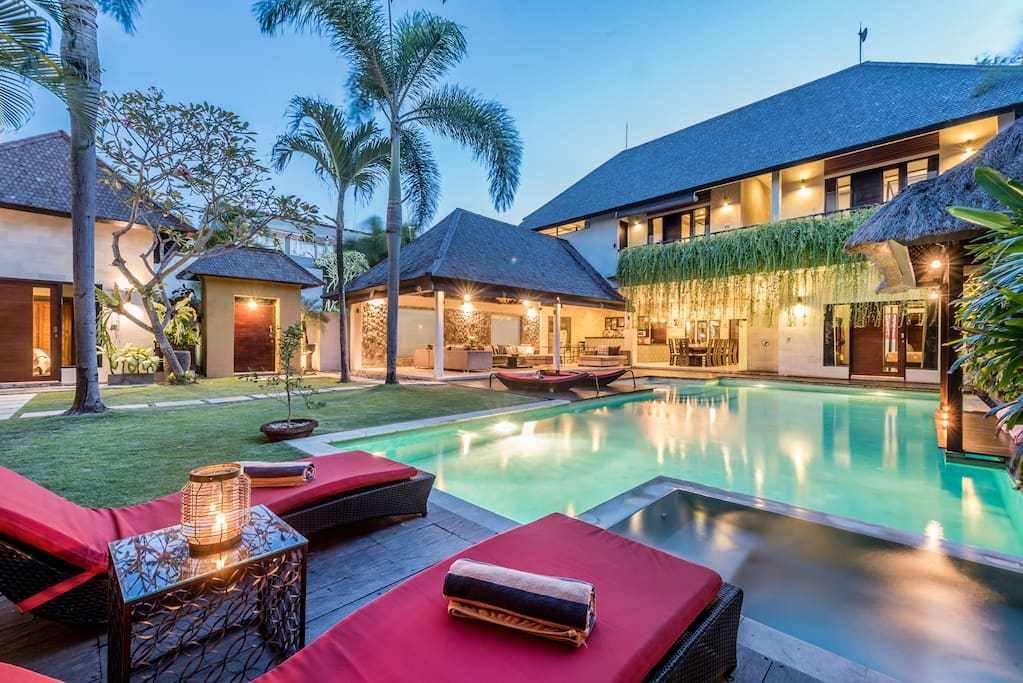 Only 2 minute walk to Seminyak Square