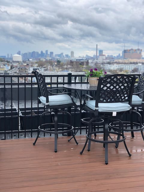 Entire Deluxe apartment, 2 BR,10min from Boston