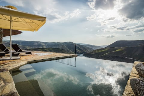 Romantic Villa and Vineyard with Infinity Pool