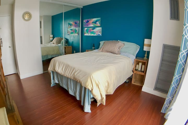 Skyline Stead: private bedroom - amazing city view