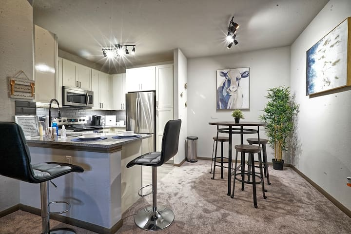 Gorgeous King 1Bedroom near Med Center/Galleria!