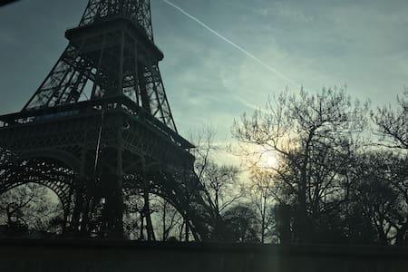 Le moins cher au pied de la Tour Eiffel - Paris - Lejlighed