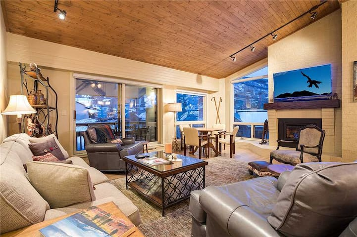 Discounted Steamboat Lift Tickets! Luxury condo with stunning mountain views! - Dulany At Gondola 504