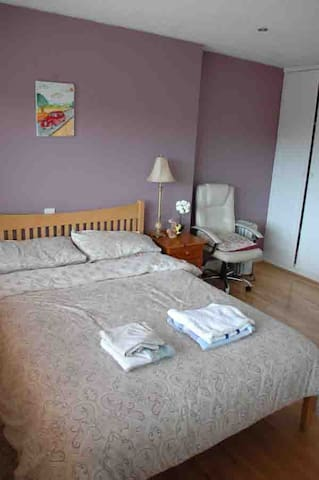 En-suite Double Room & Single Room,Breakfast incl.