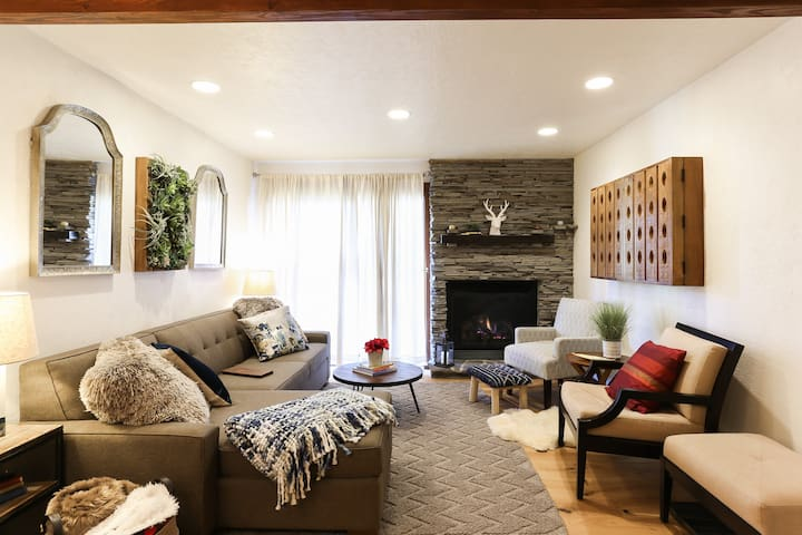 POW HAUS: Modern Beaver Creek 2 BR w/ Ski Access - Apartments for ...
