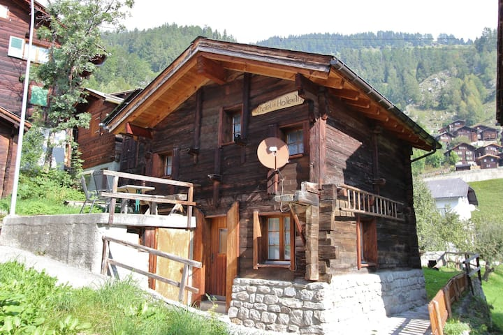 Very open chalet with comfortable and rustic décor.