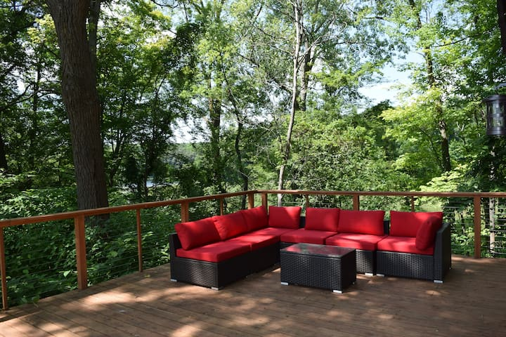 The wraparound deck overlooking Lake Narrin is a highlight of Woods Cabin.