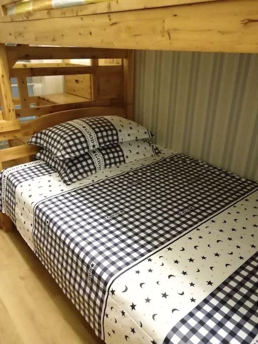 次卧室双层床