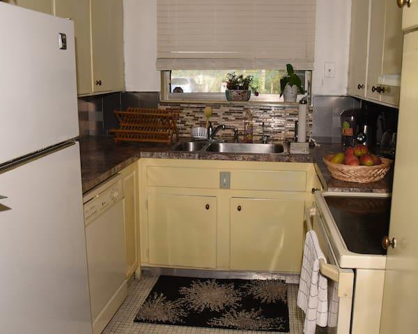 Full Kitchen: pots, Refrigerator, Stove, Dishwasher, coffee make, toaster, 2 juicers NINJA & more