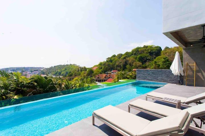 Baan Saint Tropez Villas sleep 13 people
