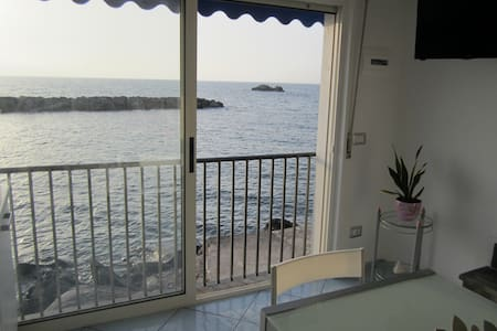 Suite Stella Maris a soli 2 metri dal mare - มัซซา ลูเบรนเซ - บ้าน