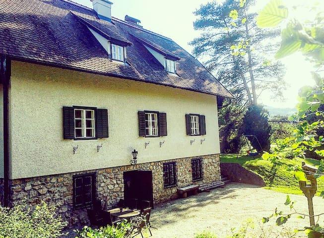 Traumhafte Wohnung in Landhausvilla