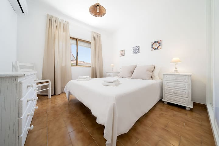 2 bedroom apartment with pool in Carvoeiro Beach