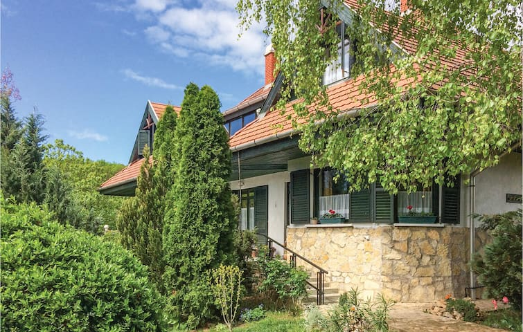 Holiday apartment with 4 bedrooms on 130m² in Eplény