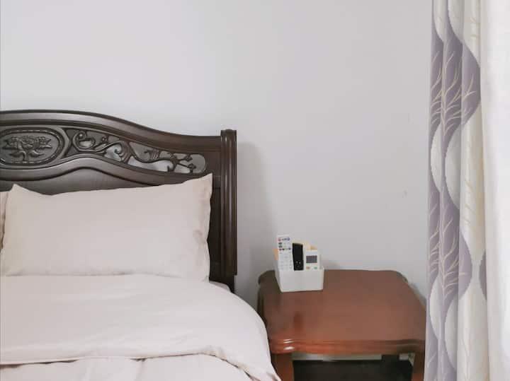 【妍二家】中式温馨大床房|独卫25平|安静干净独栋别墅|国贸世贸|金牛岭|上邦友谊阳光城|可开发票