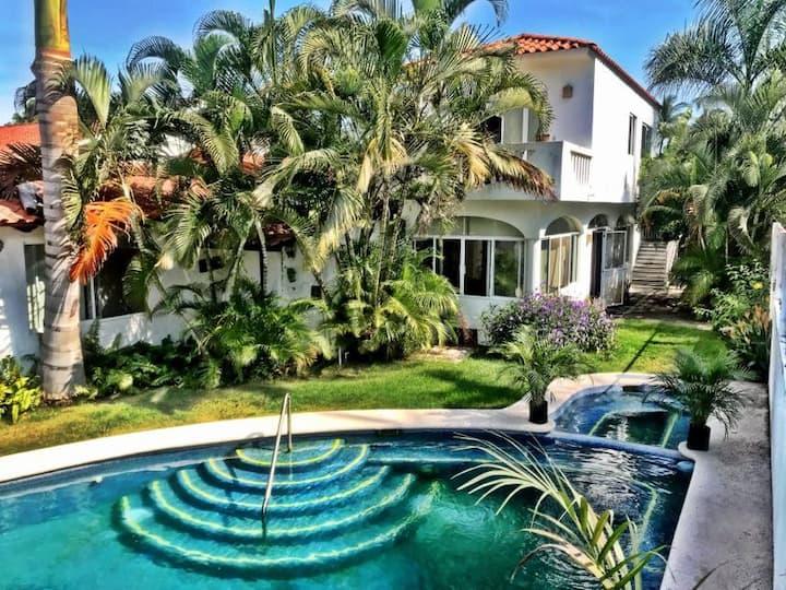Hermosa casa privada alberca jacuzzi y jardín