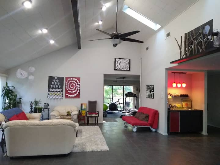 Peaceful and Quiet Creekside Room in Plano