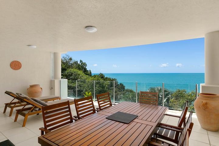 Luxury Apartment with Stunning Trinity Beach Views