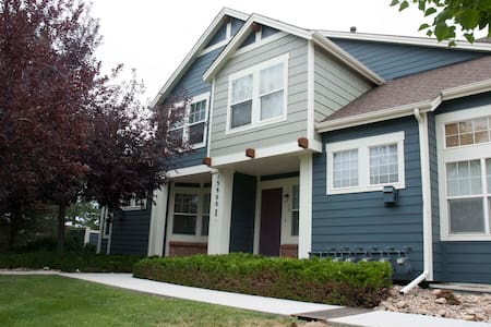 Newer Townhome, Great Location near McKay Lake - 布隆菲(Broomfield) - 連棟住宅