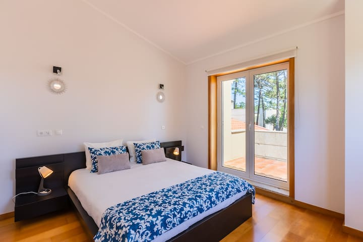 Bedroom Suite with Queen-Size Bed, Central Heating and Balcony
