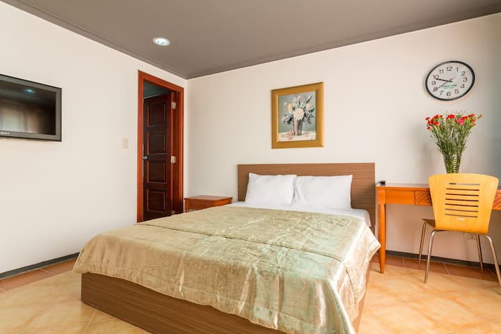 301-SERVICED ROOM JUST LIKE IN HOTEL GOOD PRICE
