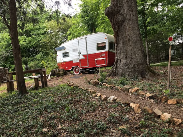 Unique Glamping Retreat Minutes from Town