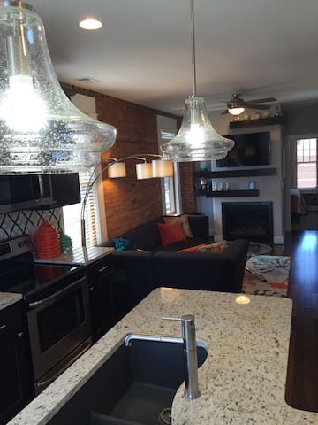 Drake House- City View - Dubuque - Bed & Breakfast