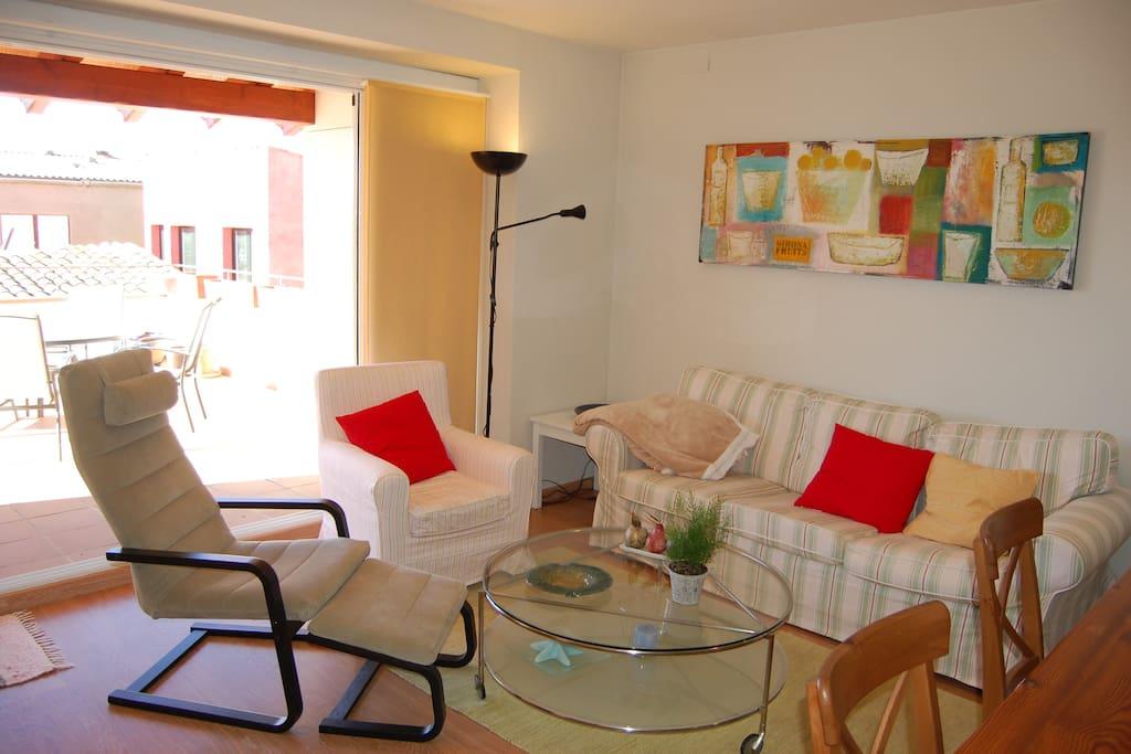 Sala de estar con salida directa a la terraza