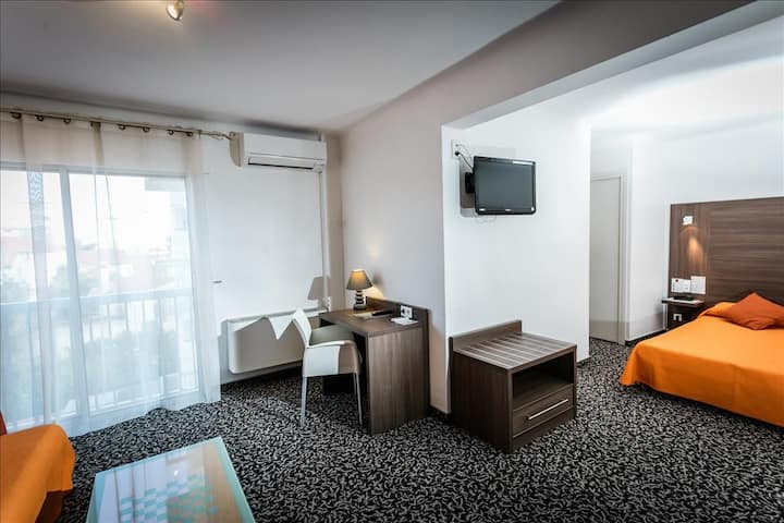 Belle Suite Junior spacieuse , espace salon
