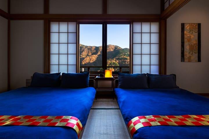 箱根の山と相模湾を望める大正モダン貸切別荘「禅」駅から徒歩5分!