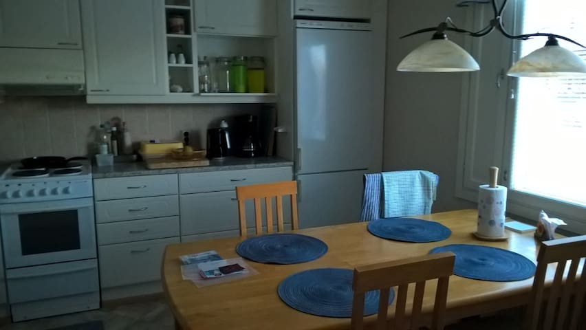 Spacious 2. bedroom with queen bed - Turku