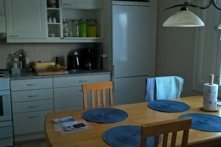 Spacious bedroom with queen size bed - Turku - Byt