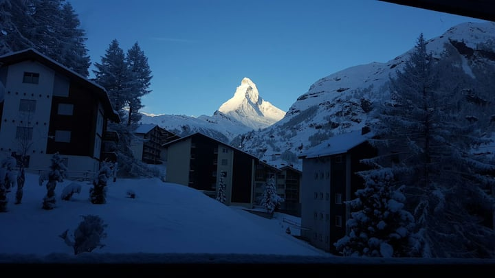 Large flat with unique view of the Matterhorn